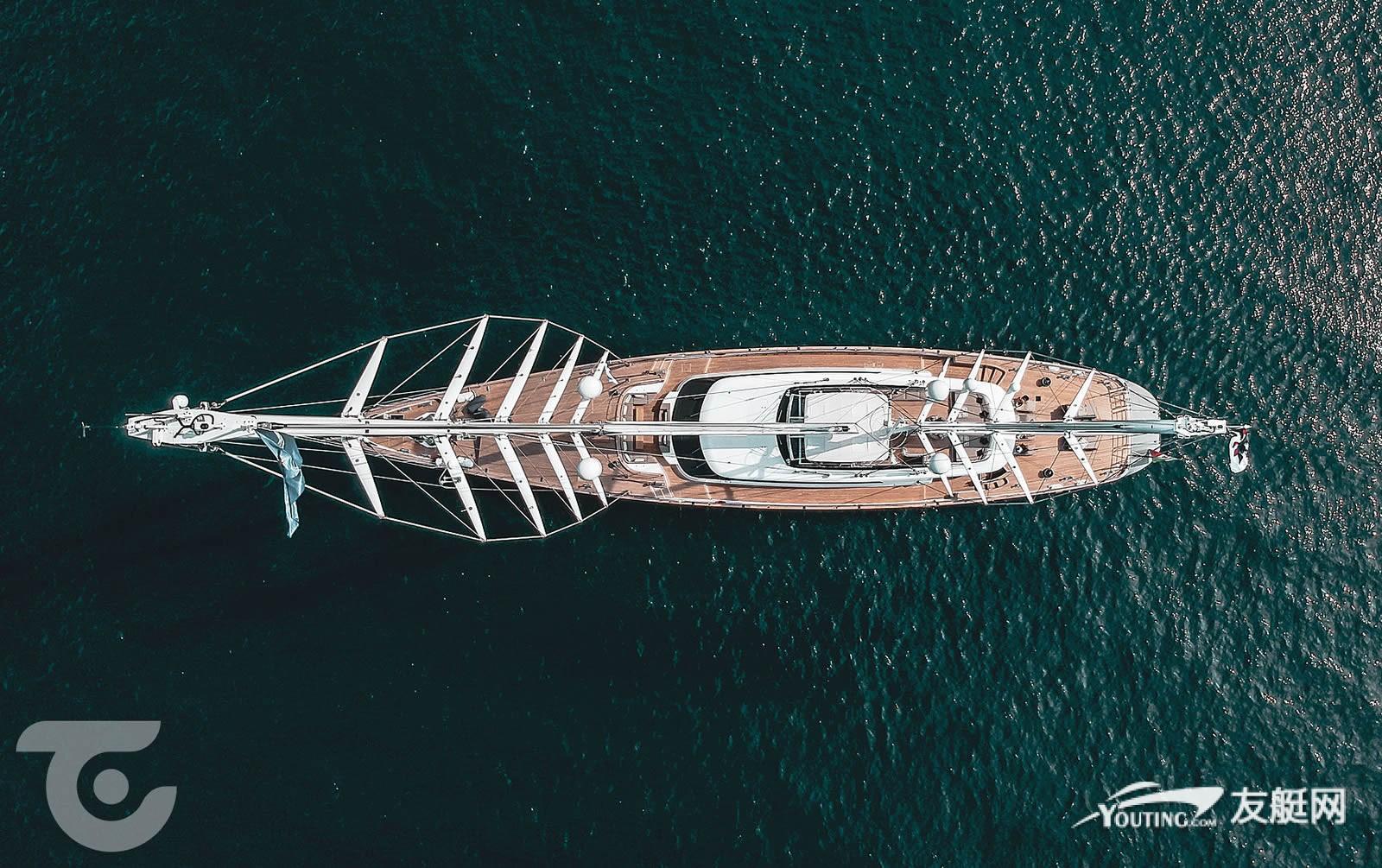 位于撒丁岛海域的帆艇 Seven