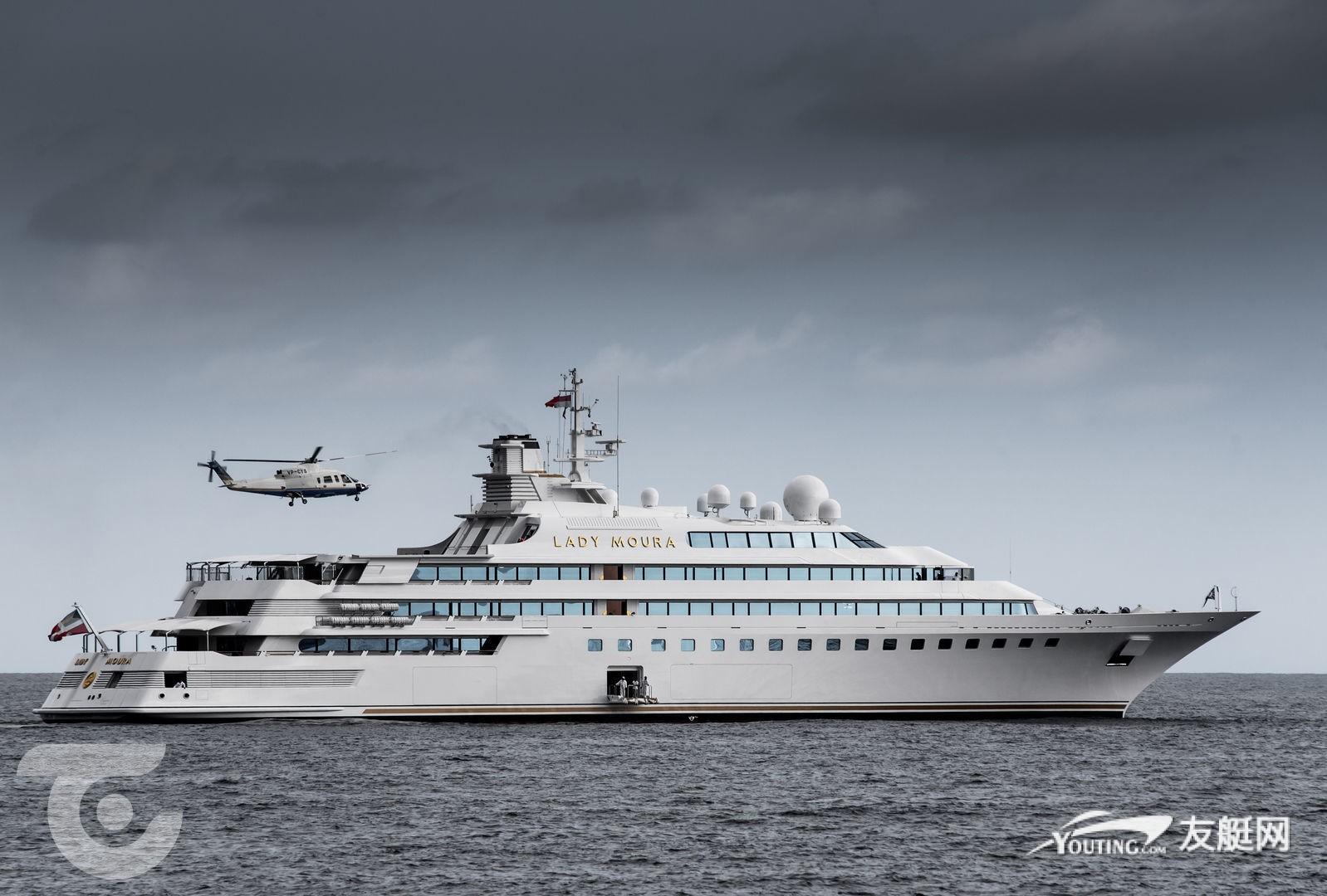 航行在摩纳哥海域的超艇 Lady Moura