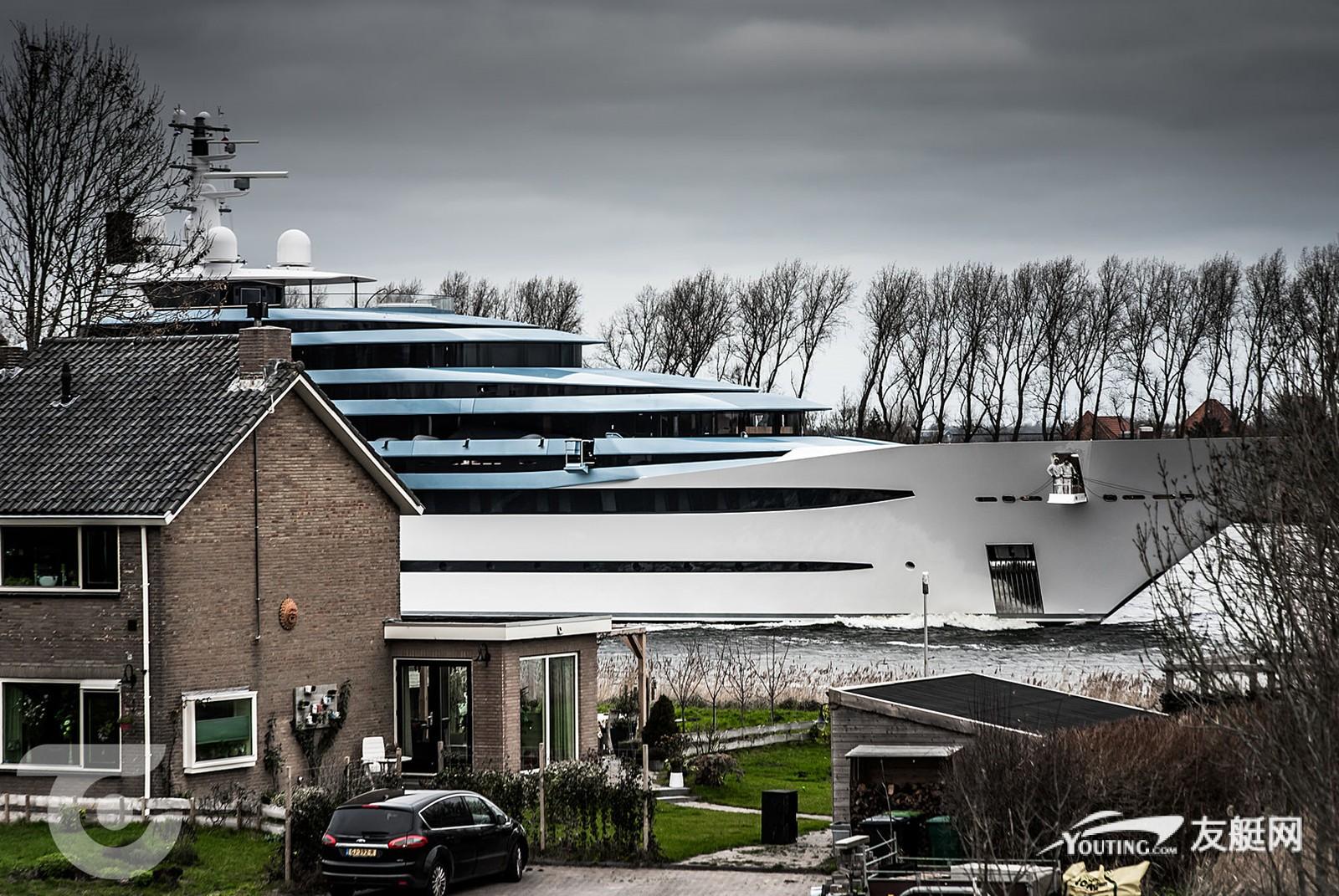 110 米长超艇 Jubilee 抵达阿姆斯特丹